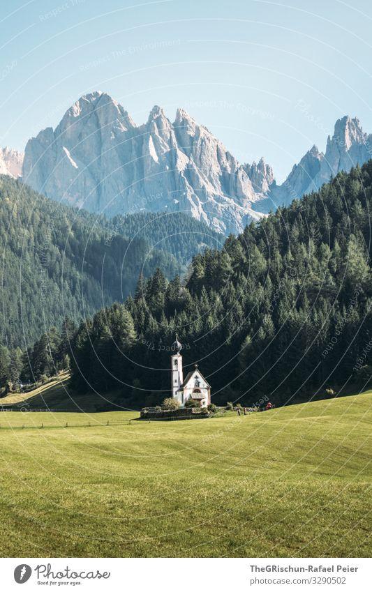 Kirche in Südtirol vor den Dolomiten Religion & Glaube Menschenleer Himmel Christentum Architektur touristisch beliebt Katholizismus historisch Wahrzeichen