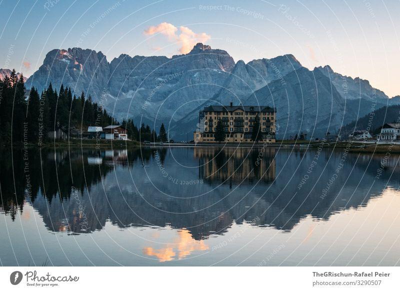 Lago di Misurina - Spiegelung im See spiegeln Gebirge Berge u. Gebirge ufer Abendstimmung Sonnenuntergang Südtirol blau Wolken Häuser