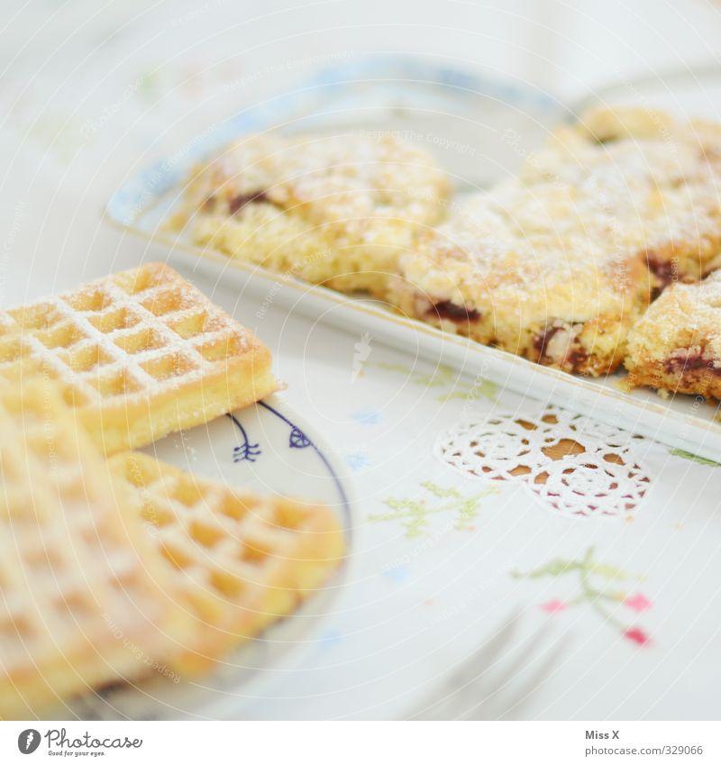 Waffeln* Lebensmittel Teigwaren Backwaren Kuchen Dessert Ernährung Frühstück Kaffeetrinken Büffet Brunch Geschirr Feste & Feiern lecker süß Streuselkuchen