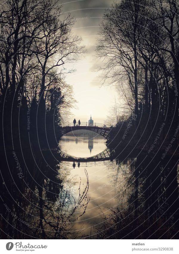 Winterschloss Mensch alt blau dunkel braun grau Park Brücke Spaziergang Sehenswürdigkeit Wahrzeichen Burg oder Schloss Schloss Charlottenburg