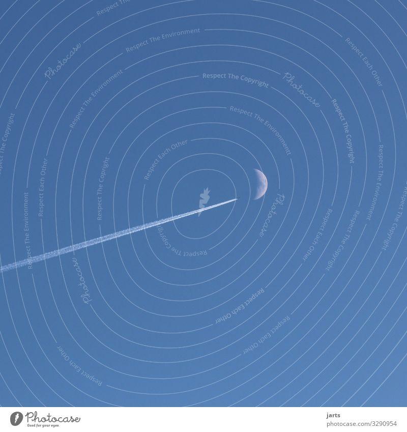 richtung mond Luftverkehr Himmel Mond fliegen Zukunft Raumfahrt Flugzeug Farbfoto Außenaufnahme Menschenleer Textfreiraum rechts Textfreiraum oben