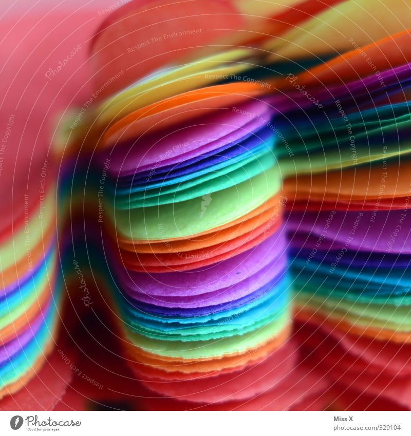 Farbe Party Feste & Feiern Karneval Silvester u. Neujahr Geburtstag mehrfarbig Girlande Farbenspiel regenbogenfarben Farbfoto Nahaufnahme Detailaufnahme Muster