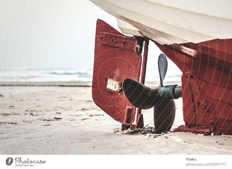 Kommt der nochmal ins Wasser? Umwelt Natur Küste Strand Nordsee Meer Verkehr Schifffahrt Bootsfahrt Fischerboot alt authentisch historisch Fischereiwirtschaft