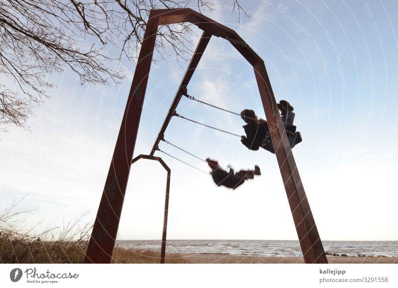 schwedeneck Mensch Kind Kindheit 2 Bewegung Schaukel Strand Meer Freiheit schaukeln parallel gleichzeitig Geschwindigkeit Spielplatz Kinderspiel Leichtigkeit