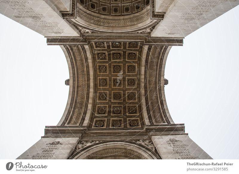 Arc de triomphe Stadt Hauptstadt schwarz weiß Paris Arc de Triomphe Froschperspektive Bogen Römer Triumphbogen Frankreich Bauwerk Kunstwerk Architektur Farbfoto