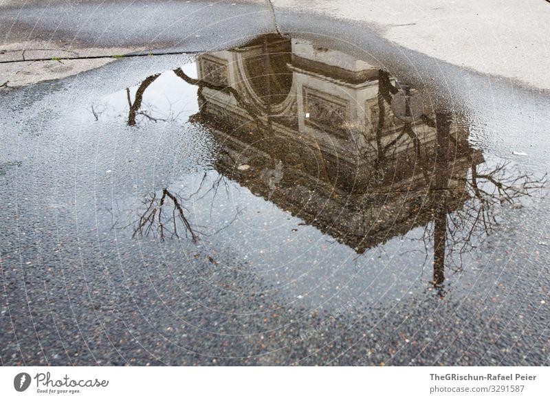 Arc de triomphe Stadt Hauptstadt schwarz weiß Triumphbogen Arc de Triomphe Paris Reflexion & Spiegelung Bauwerk Kunstwerk Architektur Regen Pfütze Farbfoto