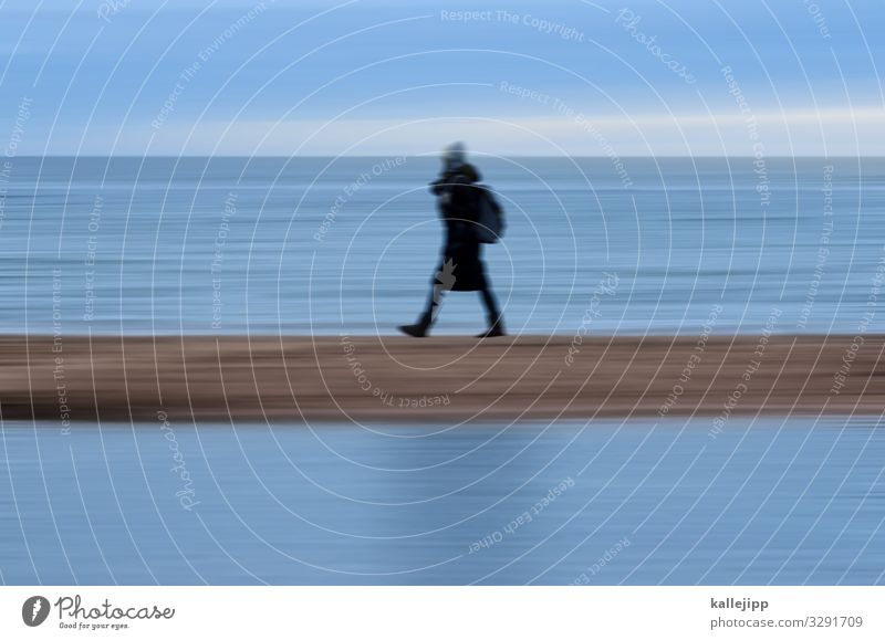 strandspaziergang Frau Mensch Ferien & Urlaub & Reisen Natur Landschaft Winter Strand Erwachsene Leben Umwelt feminin Küste Bewegung Tourismus Ausflug Körper