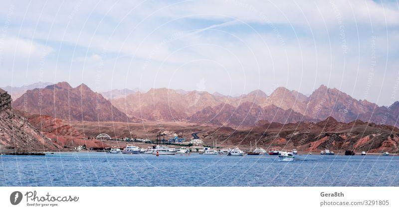 Kreuzfahrtschiffe in der Nähe des felsigen Ufers exotisch Ferien & Urlaub & Reisen Tourismus Ausflug Meer Berge u. Gebirge Natur Landschaft Himmel Wolken Klima