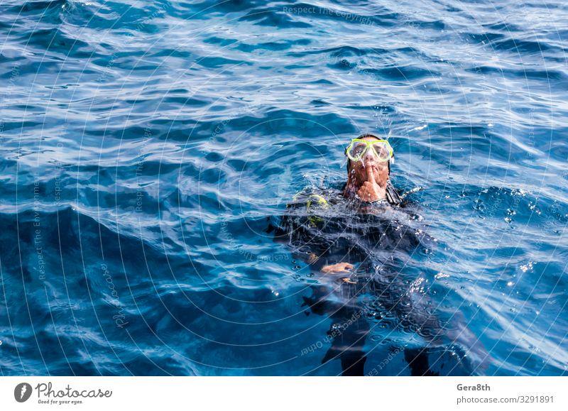 Tauchlehrer unterhält Touristen im Roten Meer Ägypten Rotes Meer Sharm El Sheikh Süd-Sinai blau abbilden Taucher tauchen unterhalten Rundfahrt Springbrunnen