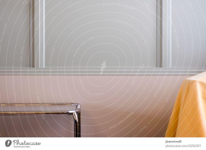 Beistelltisch vor rosa und weisser Wand weiß Ferne Essen gelb Feste & Feiern Mauer Metall Ordnung Tisch Sauberkeit planen Team Zukunftsangst Gastronomie