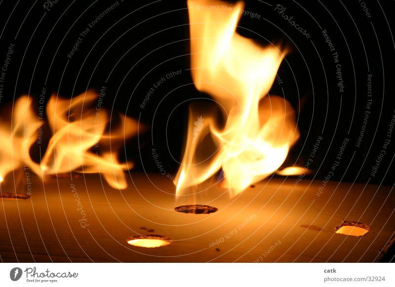 flameburst Licht gelb Nacht brennen Physik Glut Grill Brand Wärme Flamme Karton