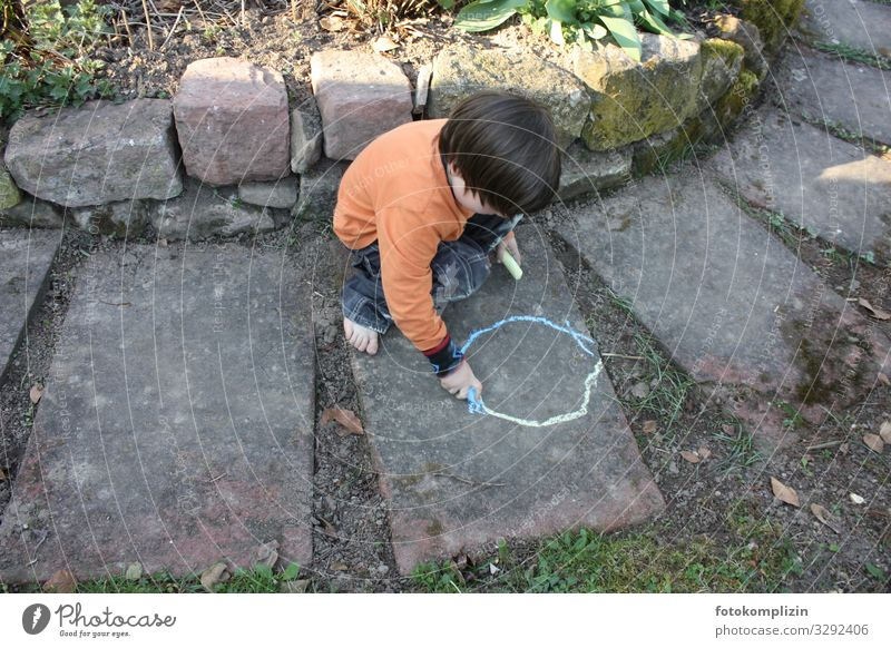 malkreide kind Freizeit & Hobby Spielen Sommer Garten Kind Junge 1 Mensch 3-8 Jahre Kindheit Kunst Kinderkultur Malkultur Zeichen zeichnen klein Lebensfreude