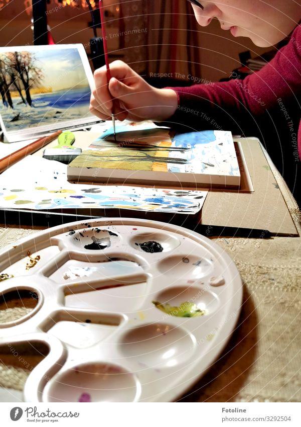 Meine kleine Künstlerin Freizeit & Hobby Handarbeit Raum Mensch feminin Junge Frau Jugendliche Haut Kopf Gesicht Nase Mund Lippen Arme Finger 1 mehrfarbig malen
