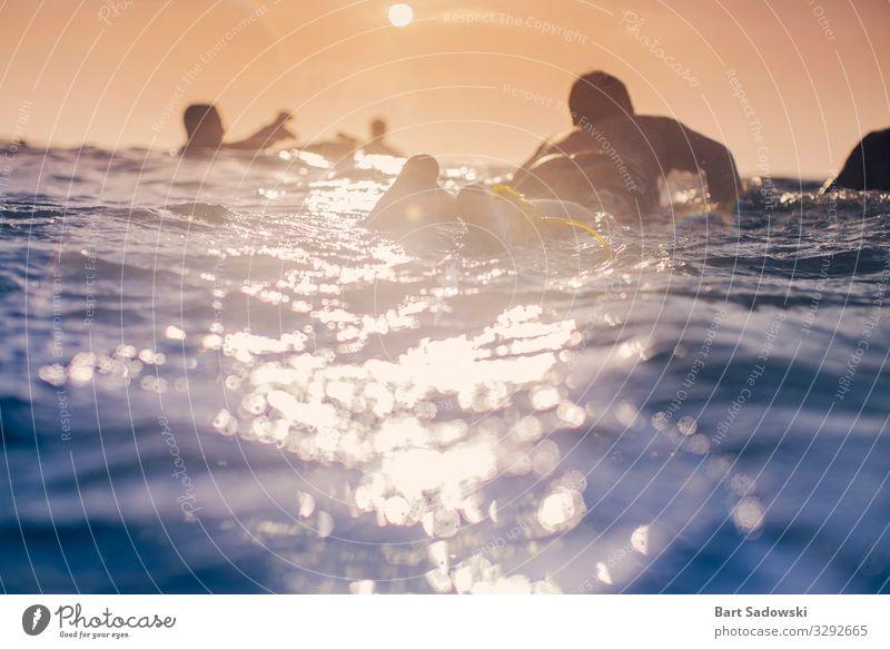 Das Auspaddeln Erholung Schwimmen & Baden Freiheit Sonne Meer Wellen Sport Wassersport Surfbrett Schule Pazifik An Bord Fitness nass Freude Abenteuer Surfen