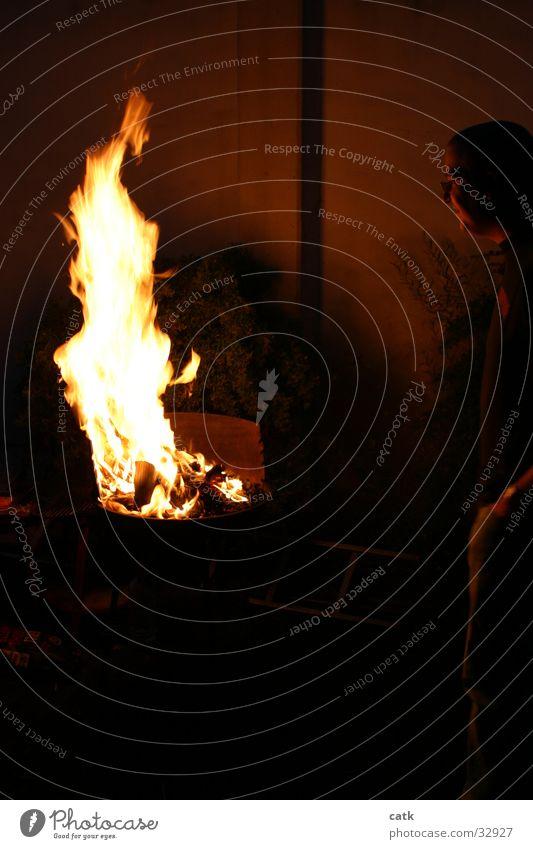 grillinflammen Licht gelb Nacht brennen Physik Glut Grill Freizeit & Hobby Brand Wärme Flamme Karton
