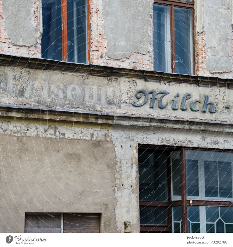 Friseur Milch alt Fenster Stil Fassade grau Stimmung authentisch historisch Wort eckig Handel Sachsen Akzeptanz Verschwiegenheit zurückhalten