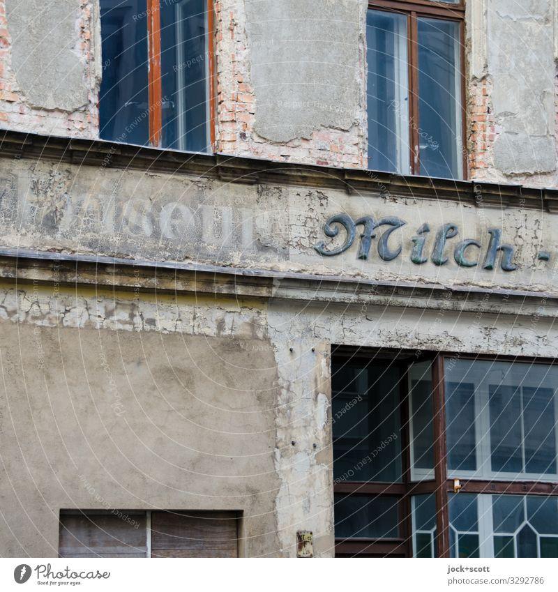 Friseur Milch und die Zeit Handel lost places Görlitz Fassade Fenster Wort alt authentisch eckig historisch grau Stimmung Akzeptanz Verschwiegenheit