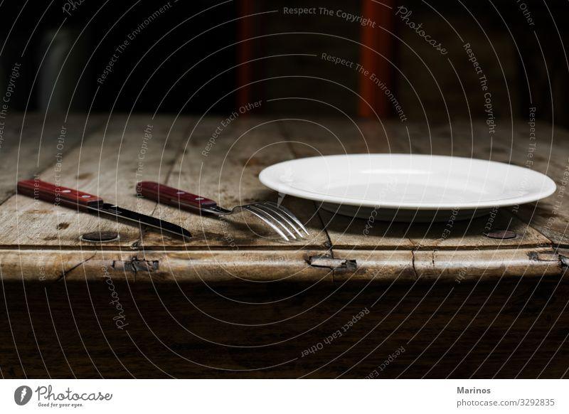 Geschirr, Messer und Gabel Essen Abendessen Teller Besteck Tisch Küche Restaurant Holz Metall Stahl glänzend Hintergrund Top Utensil leer Silberwaren speisend
