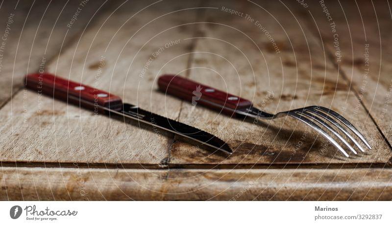Messer und Gabel Essen Teller Besteck Tisch Restaurant Holz Metall Stahl glänzend Serviette Top Hintergrund rostfrei Utensil Konsistenz Aussicht Kulisse Silber