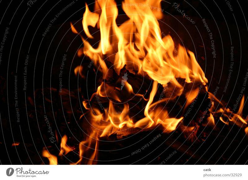 Grill-Feuer Licht gelb Nacht brennen Physik Glut Brand Wärme Flamme