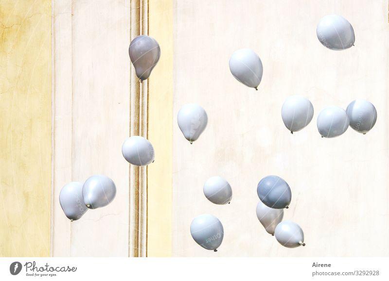 Fasching in Fürnehm Veranstaltung Feste & Feiern Karneval Hochzeit Luftballon fliegen weiß edel elegant dezent gemäßigt zurückhalten Schüchternheit hellgelb