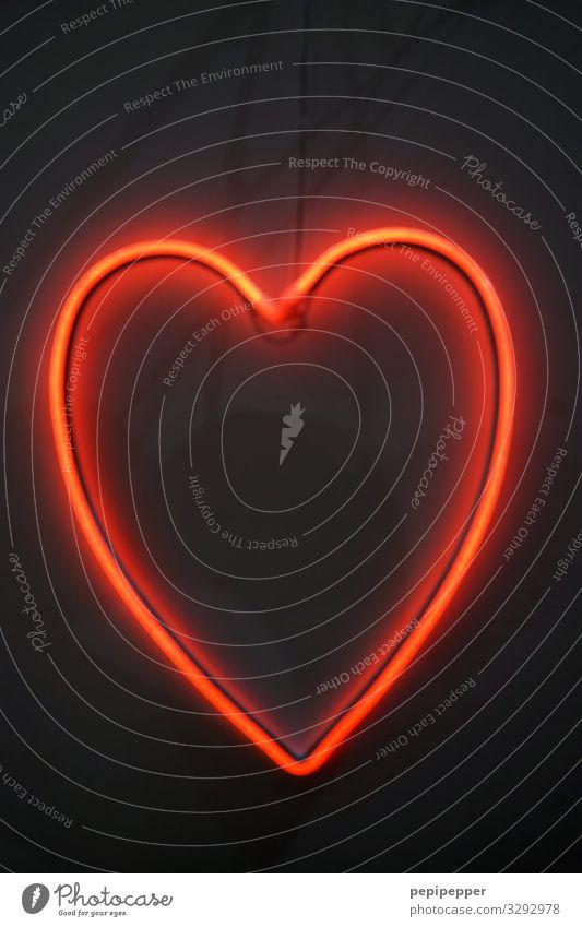 Herz Gesundheit Leben Party Valentinstag Muttertag Hochzeit Zeichen Ornament Graffiti Liebe rot schwarz Innenaufnahme Kunstlicht Licht Silhouette