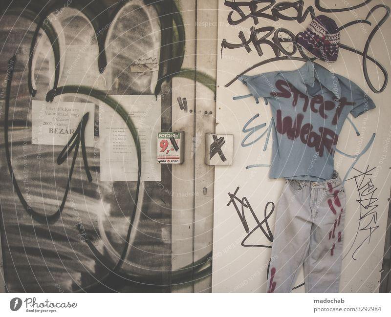 Street credibility Lifestyle kaufen Kunst Kultur Jugendkultur Subkultur Mode Bekleidung T-Shirt Jeanshose Hut Zeichen Schriftzeichen Graffiti authentisch