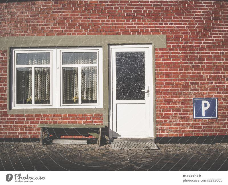 Idylle Häusliches Leben Wohnung Einfamilienhaus Gebäude Architektur Mauer Wand Fassade Verkehr Schilder & Markierungen Hinweisschild Warnschild Verkehrszeichen