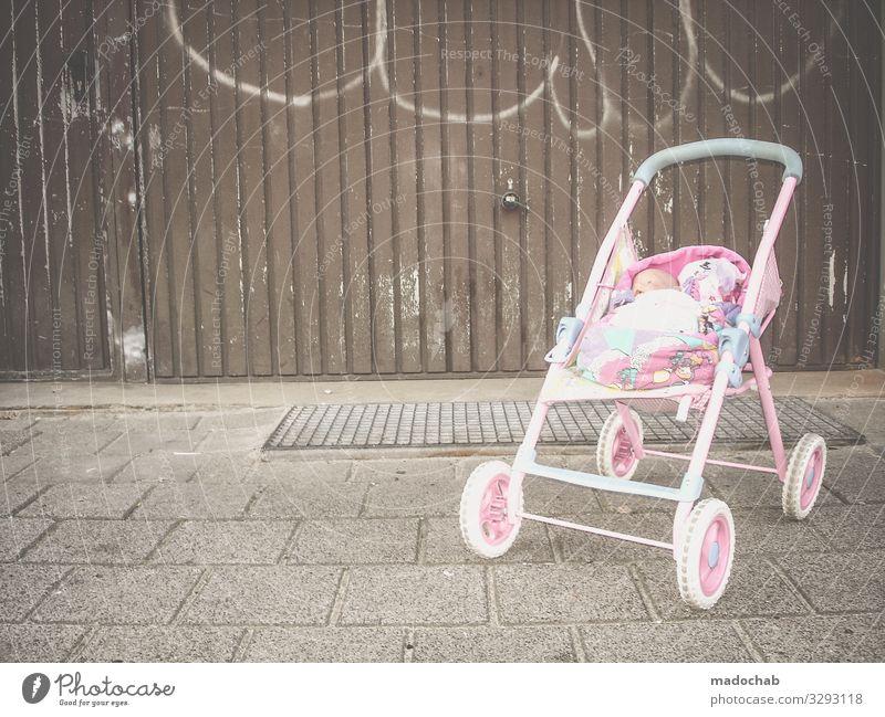 Armut Kind Stadt Einsamkeit kalt Spielen träumen Kultur Hilfsbereitschaft Geld Hoffnung Bildung Zukunftsangst Sehnsucht Verzweiflung Sorge Scham
