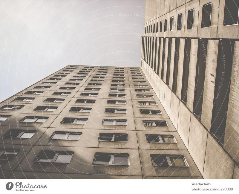 Betongold Hochhaus Bauwerk Gebäude Architektur Fassade Fenster Armut dreckig Billig hässlich hoch kaputt trashig trist Stadt Sorge Zukunftsangst Verzweiflung