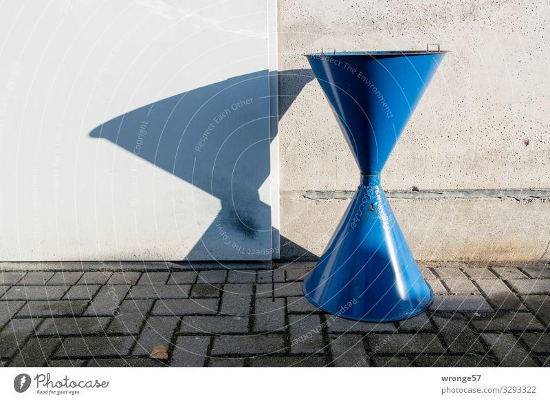 Megaascher alt blau Metall Tür groß Rauchen Kopfsteinpflaster Rost Aschenbecher