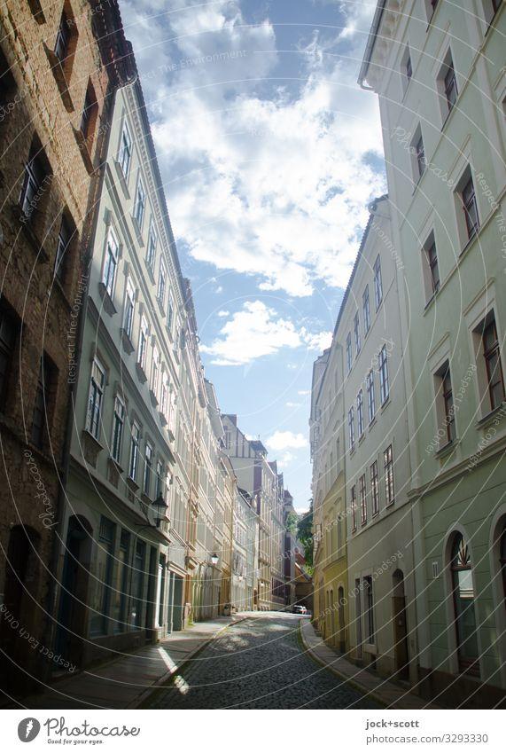 Straßenflucht Himmel Wolken Sommer Schönes Wetter Görlitz Stadt Altstadt Stadthaus Gebäude Fassade authentisch frei historisch lang Originalität Stimmung