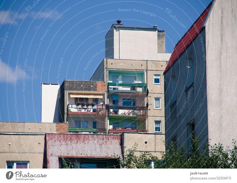 Hauptsache Platte sparen Städtereise Sozialismus Himmel Sommer Wärme Zgorzelec Görlitz Plattenbau Gebäude Stadthaus Fassade Balkon authentisch eckig hoch retro