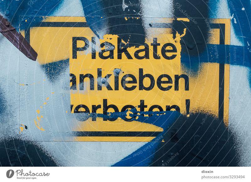 Plakate ankleben verboten! Etikett Verbotsschild Schriftzeichen Schilder & Markierungen Hinweisschild Warnschild Graffiti dreckig trashig Stadt blau gelb