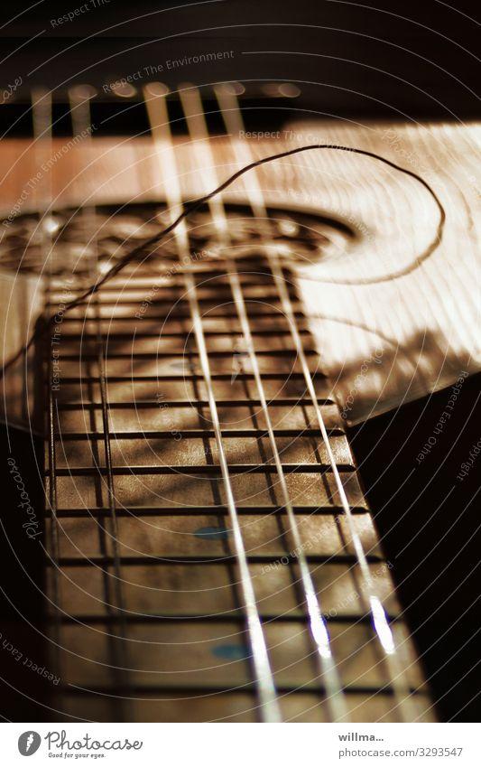 den saitensprung muss ich erstmal verarbeiten ... Musik kaputt Nostalgie Musikinstrument Saite Saiteninstrumente Laute Griffbrett