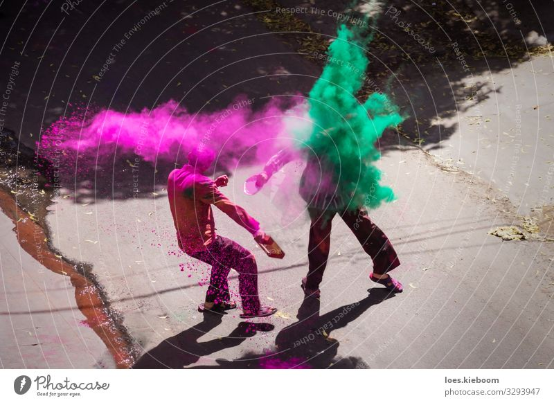 Indian Holi celebration with color powder Freude Ferien & Urlaub & Reisen Tourismus Ferne Mensch Veranstaltung Feste & Feiern Fröhlichkeit rosa Frühlingsgefühle