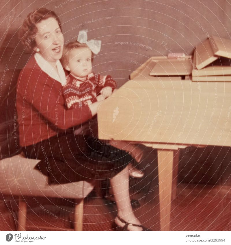 dreiklang | c-dur mit a-moll Mutter Kind singen Cembalo Klavier Foto alt Vergangenheit früher Nostalgie Fotografie Kindheit Familie & Verwandtschaft Erinnerung