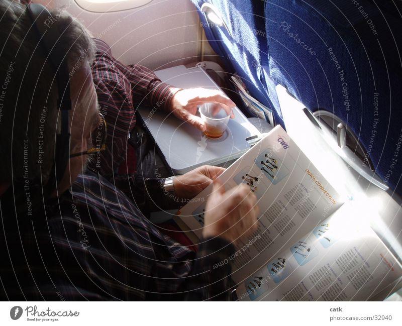 Arbeiten im Flugzeug Arbeit & Erwerbstätigkeit Business Flugzeug Luftverkehr lesen eng Sitzgelegenheit Prospekt