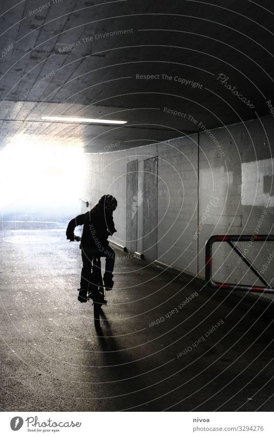 Mit dem Fahrrad durch die Unterführung Kind Mensch Straße Wand Wege & Pfade Bewegung Junge Mauer Freiheit Fassade Stimmung Ausflug Freizeit & Hobby maskulin