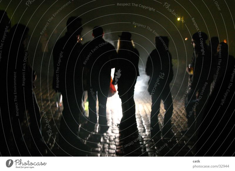 Schattengestalten Bamberg Silvester u. Neujahr Menschengruppe Brand Geuerwerk Domplatz Rauch