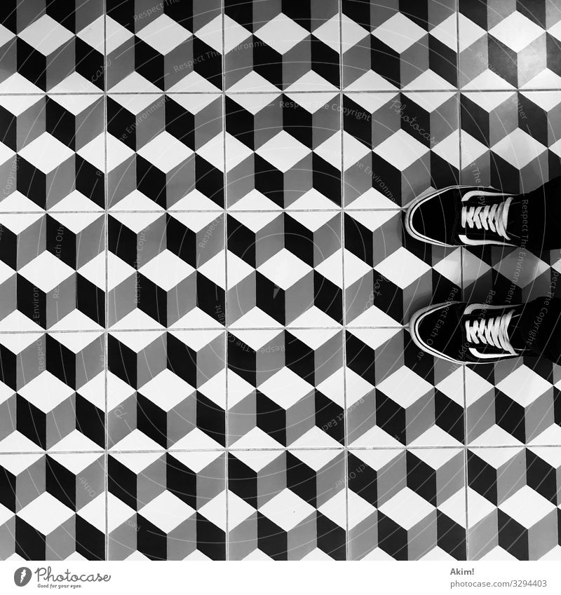 Krasse Kacheln Stadt Lifestyle Innenarchitektur Wege & Pfade Stil Kunst Design Angst ästhetisch Schuhe stehen Perspektive warten Coolness Jugendkultur