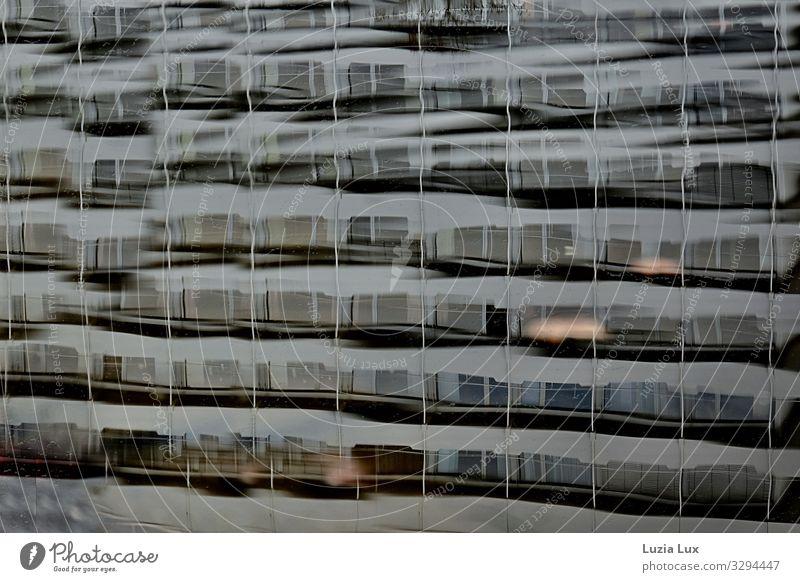 viele Fenster, Spiegelung Stadt Gebäude Architektur Fassade Balkon Beton Glas blau braun grau Wasser Wellen Reflexion & Spiegelung Gedeckte Farben Außenaufnahme