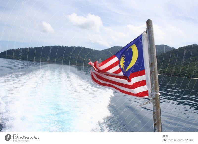 Malaysia Kreuzfahrt Sommer Sommerurlaub Strand Meer Insel Wellen Wassersport Segeln Schönes Wetter Küste Schifffahrt Wasserfahrzeug Fahne fahren maritim