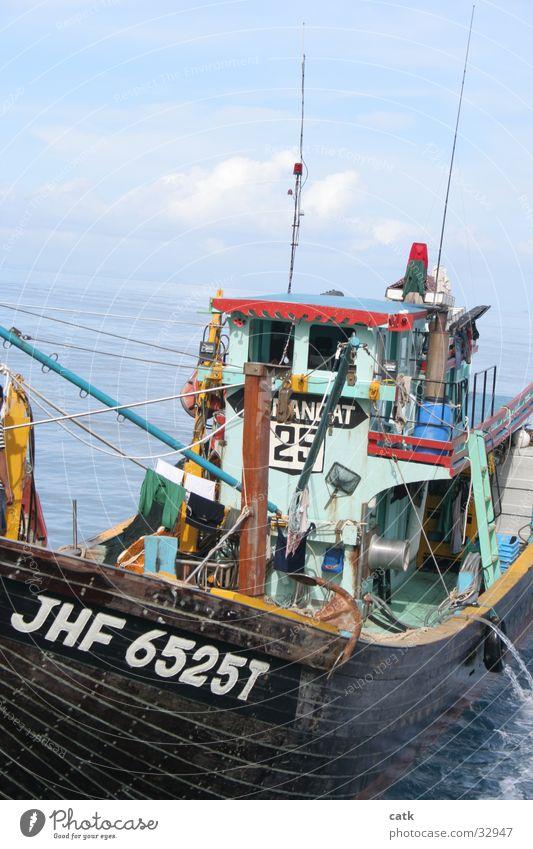 Fischerboot Angeln Küste Meer Malaysia Schifffahrt Wasserfahrzeug Arbeit & Erwerbstätigkeit fangen alt Pulau Tioman Kahn Farbfoto Außenaufnahme Tag