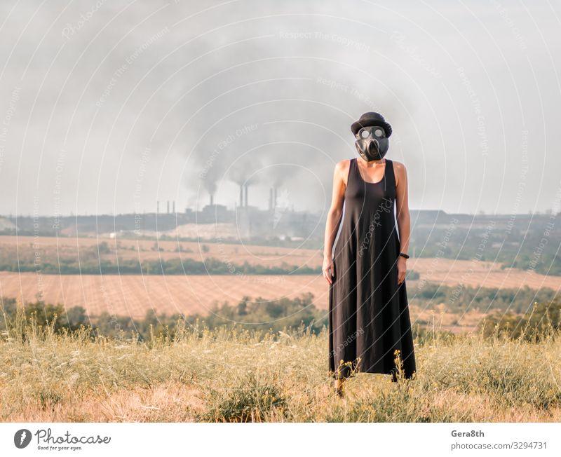 Frau Mensch Himmel Natur Pflanze Landschaft schwarz Erwachsene Umwelt natürlich Gras Schutz Kleid Hut Fabrik Röhren