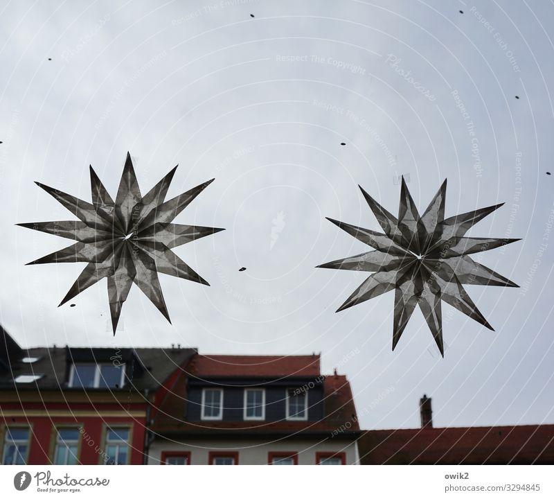 Gemini Weihnachten & Advent Haus Wolken Fenster dunkel Wand Deutschland Mauer Dekoration & Verzierung paarweise groß Stern (Symbol) Dach Stadtzentrum Schmuck