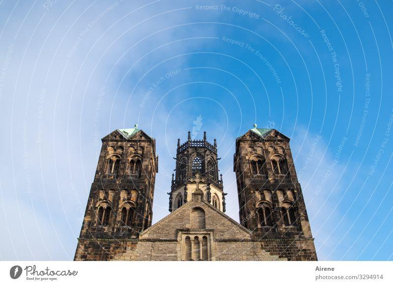 abgehoben | von allem Irdischen Türme Kirche Architektur Himmel Schönes Wetter Münster Turm Bauwerk Fassade historisch hoch Religion & Glaube Romanik Gotik