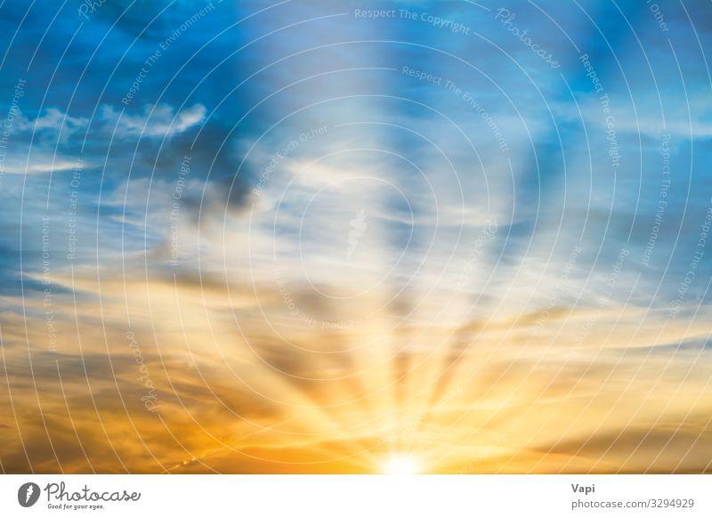 Wunderschöner dramatischer Sonnenuntergang Design Sommer Umwelt Natur Landschaft Luft Himmel nur Himmel Wolken Sonnenaufgang Sonnenlicht Frühling Herbst Klima