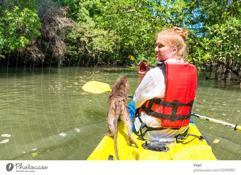 Junge Frau Kajakfahren Lifestyle exotisch Freude Freizeit & Hobby Ferien & Urlaub & Reisen Tourismus Ausflug Abenteuer Sommer Sommerurlaub Insel wandern Sport