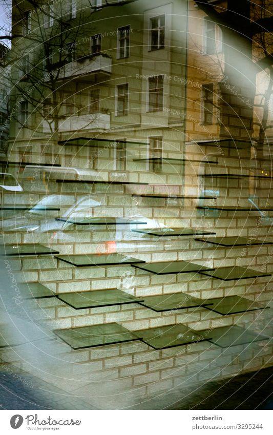 Leere Regale Innenarchitektur Fenster Ladengeschäft Handel Gitter Glas Insolvenz Konsum Geschäftszeiten Menschenleer Schaufenster Fensterscheibe Scheibe kaufen